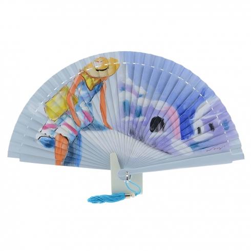 https://cache1.paulaalonso.es/11848-114673-thickbox/abanico-diseno-azul-dama-sentada-con-sombrero.jpg