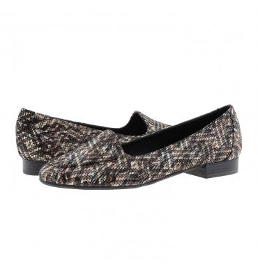 https://cache1.paulaalonso.es/11922-115018-thickbox_default/zapatos-estilo-sleepers-piel-negra-estampada.jpg
