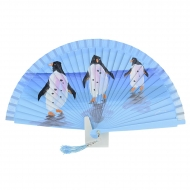 Abanico diseño azul con tres pingüinos